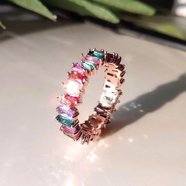 Радужный бриллиант из розового золота 750 пробы