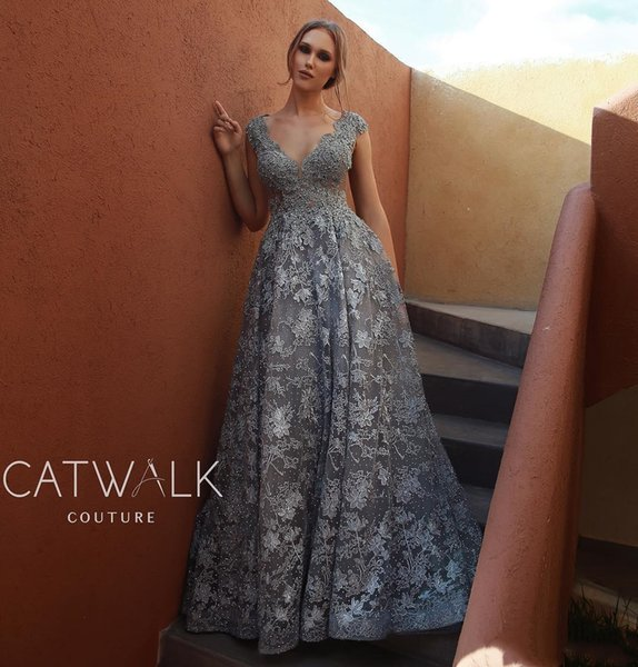 Silver Grey Arabic 2019 Evening Dresses Deep V Neck Lace Appliqued Luxury Beads Prom Dress Sexy Formal Party Bridesmaid Pageant Gowns