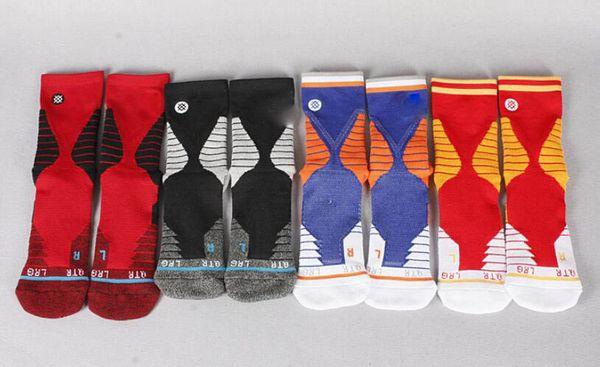 Saison nouveaux hommes femmes de haute qualité Chaussettes Mode Mens lettre broderie Athletic longues chaussettes de formation coton taille libre