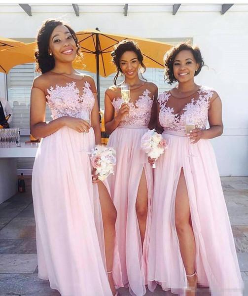 Vestidos de dama de honor de gasa rosada alta 2019 Apliques de encaje de cuello transparente Vestidos largos de fiesta formal para invitados a la boda Hasta el suelo Vestido de mujer