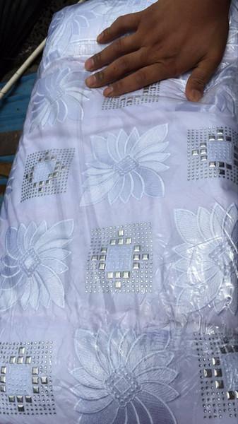 Color blanco Bordado de lurex de alta calidad. Cordón seco suizo. Tela de encaje de algodón suizo africano con piedras. 5 yardas / lote. SF700