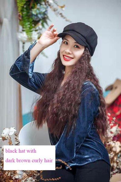 cappello nero con capelli ricci di colore marrone scuro
