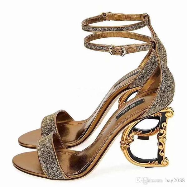 Yeni moda Bayan topuklu ayakkabılar Şeffaf malzeme Yumuşak ve rahat Topuk yüksekliği: 10.5cm Beden 35-42 Parlak cilt Düzensiz topuk