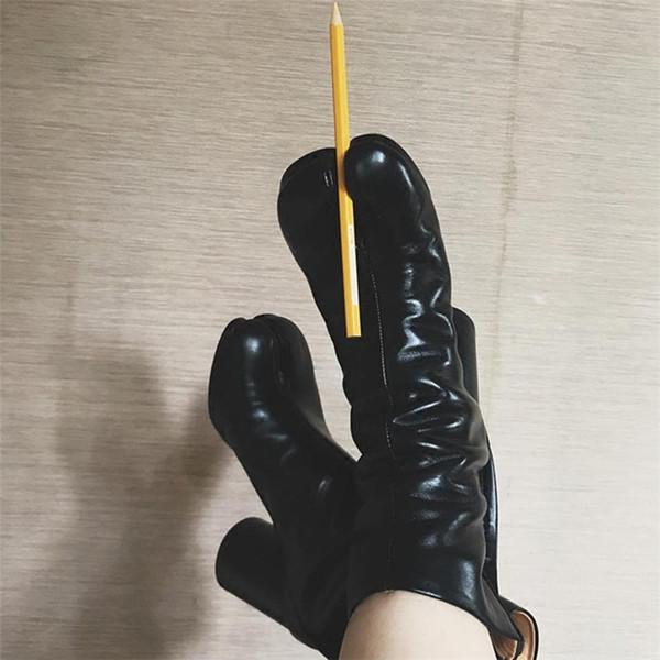 Venta caliente del ala del dedo del pie Zapatos Mujer Nuevo diseñador Tabi Mujer Botas Tacones gruesos Cuero genuino Alto Plata Blanco Negro Botines de mujer
