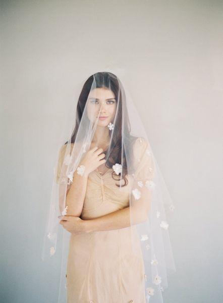 Yeni En İyi Satış Gerçek Resim Bir Katman Leke Çiçek Kesim Kenar Düğün Veils Beyaz Fildişi Şampanya Meidingqianna Vals Uzunluğu Alaşım Tarak