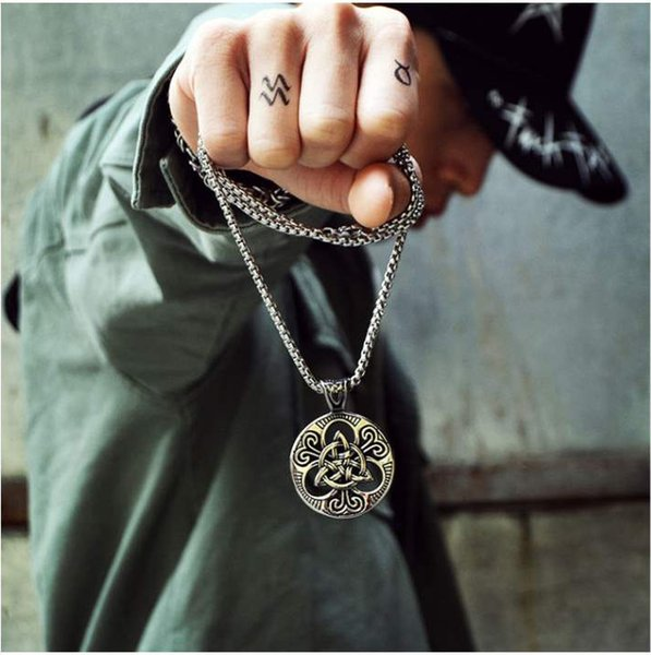 Retro Trend Necklace Men's Punk Irish Knot Round Pendant Necklace Sweater with Jewelry