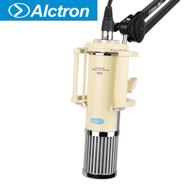 Microfone condensador Alctron CK6 de diafragma grande usado em desempenho de palco