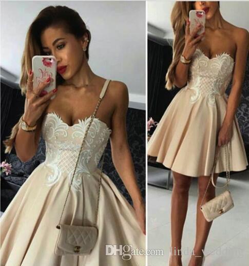 2019 Sevgiliye Seksi Backless Kısa Mini Kokteyl Elbise A Hattı Aplikler Tatil Kulübü Homecoming Parti Elbise Artı Boyutu Özel Yap