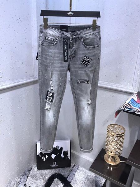 NUEVOS jeans con diseño de agujeros angustiados de lágrima de primavera jeans rectos simples para montar en motocicleta nuevos pantalones con diseño de agujeros angustiados pantalones de lápiz delgado