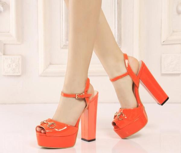 Мода платформа открытый носок женщины партия обуви краткие свадебные сандалии женщины твердые мягкая кожаная пряжка туфли на высоких каблуках сандалии коготь женщин