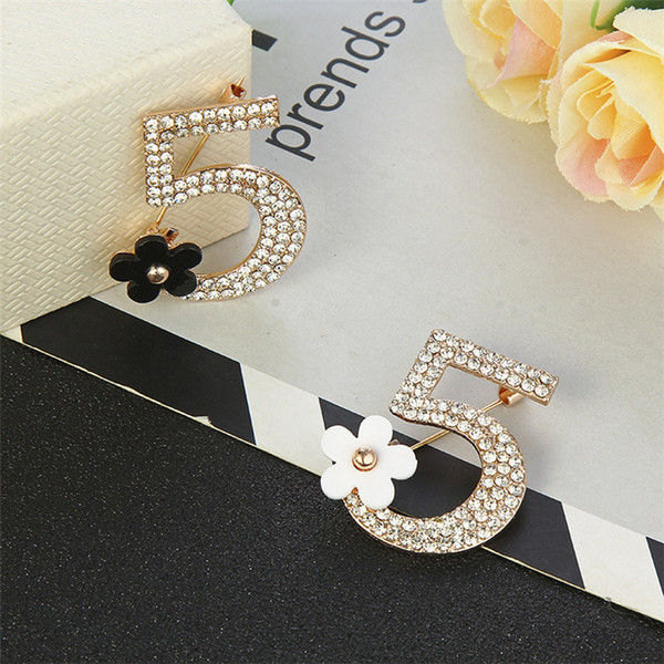 Eur Retro Top Number 5 Brooch Pins Floral Crystal Pearl Jewelry Brooches Women Suit Coat Accessories Brooch Jewelry