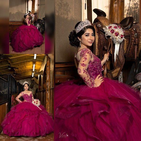 Fucsia merletto in rilievo Quinceanera Prom Sheer collo maniche lunghe scompiglia Tiers sfera di Tulle sera del partito di Sweet 16 Dress