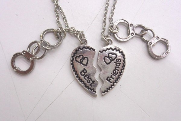 Fashion Necklace BFF Best Friends Handcuff Necklace Pendant Broken Heart Vintage Silver Chain Necklace For Women Friendship Gift Accessories