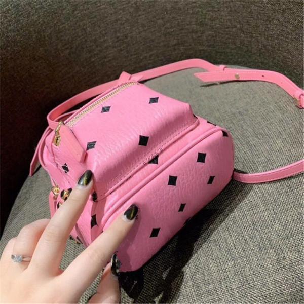 Luxusentwerfer-Rucksack mit dem Rucksack der Niet-Frauen Minimuster-neuester Ankunfts-Größe 18cm * 21cm rosa blauer heißer Damen-Beutel-Fabrik-Preis neu