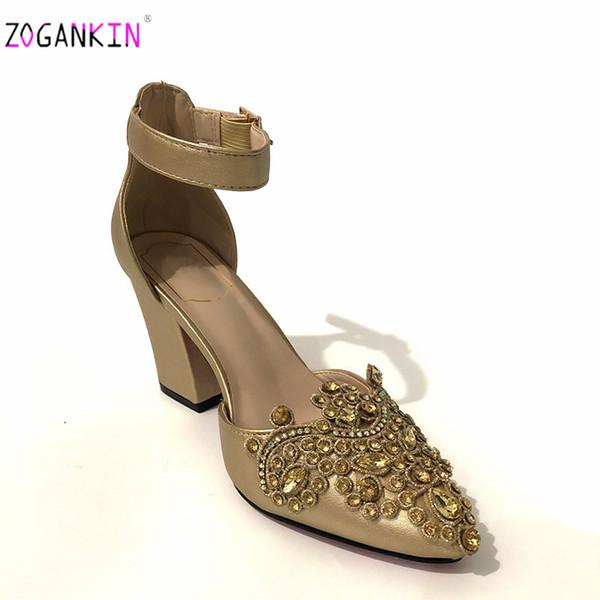 2019 Neueste Damenschuhe mit Strass verziert Goldene Farbe Nigerianische Damen Bequeme Fersen Italienischer Schuh für die Hochzeit