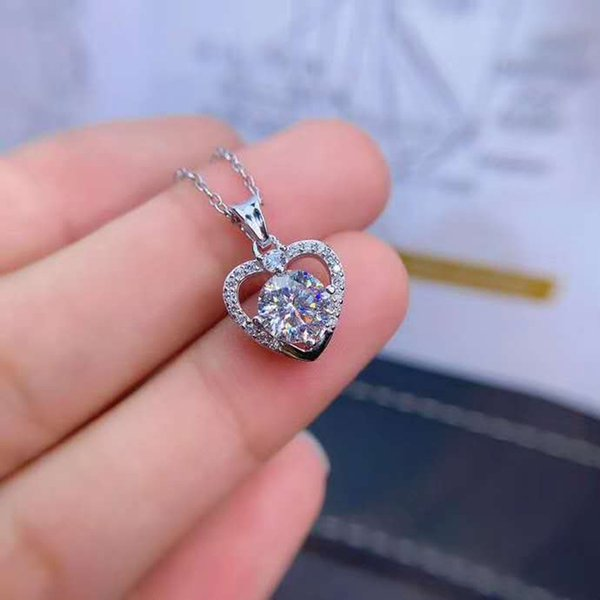 top popular Quality Mozan Drill Heart Shaped Pendant Necklace S925 Solid Silver Clean Fashion Fine Weddings Jewelry for Women Free Shipping 2021