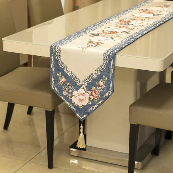 Fashion Classic Hibiscus Flower Table Runner Creative Christmas Party Decor Tablecloth Luxury Vintage Chenille Table Flag