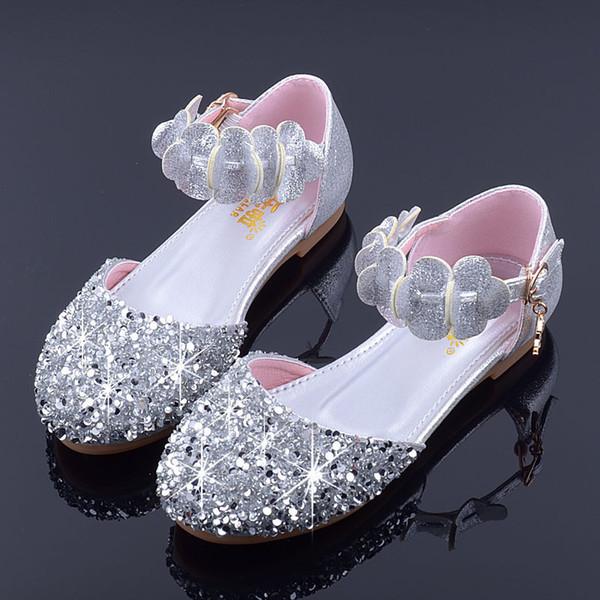 Mudipanda Mädchen Party Schuhe Kinder Flache Prinzessin Sandalen 2018 Neue Sommer Kinder Hochzeit Schuhe Baby Blumen Sandalen Schule Silber Y19051303