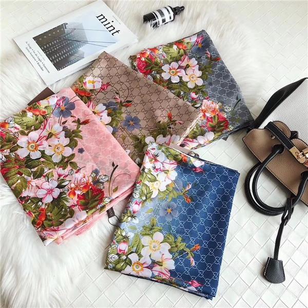 Le foulard féminin en soie printanière et estivale est un foulard en lettres fines et minces, lettre, lettre, fleur ne brise pas la grâce féminine