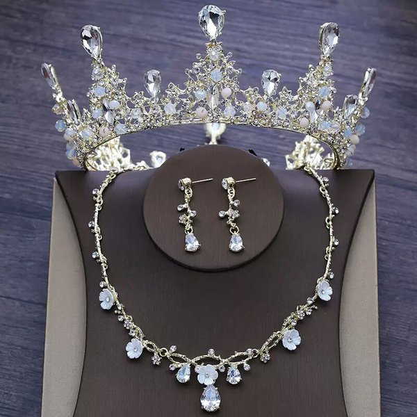 Hot Sale 2019 Beautiful Crystal Wedding Crowns For Brides Rinestones Necklines Chic Bridal Wedding Jewelry Set For Sale
