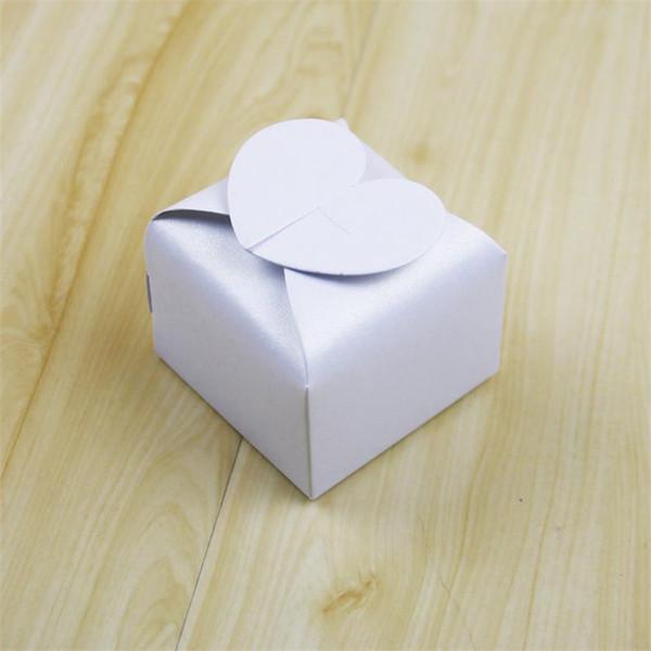 white 6x6x5.5cm