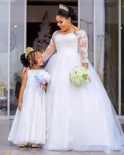 Elegant African Plus Size Wedding Dresses Boat Neck 3 / 4 Length Sleeves Pearls Beaded Lace Appliqued Nigerian Bridal Gowns