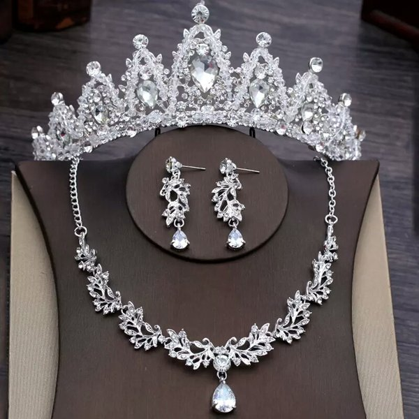 2019 The Most Fashion Wedding Crowns And Necklaces Rinestones Flowers Shaped Necklaces Dropped Earring Wedding Jewelry Sets For Sale