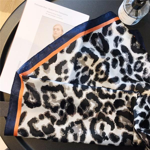 Scialle sciarpa di seta femminile alla moda lettering piedi di stampa leopardo classico multicolore sottile primavera e scialle estate all'ingrosso