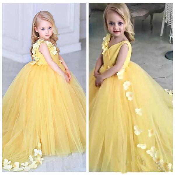 2019 neue V-Ausschnitt Ballkleid gelbe Blume Mädchen Kleider mit Blumen geschmückt Kinder Party Kleider benutzerdefinierte Kommunion Party Kleider billig formale