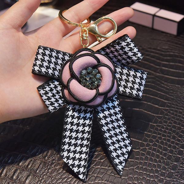 Camellia Flower nappa lunga catena di stile Genuine Leather cuore nero con strass Portachiavi Bag Plush Car Portachiavi chiave auto