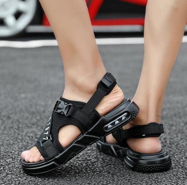 2019 Scarpe moda per uomo Sandalo da spiaggia Homme Uomo Sandalo Estate Vendita calda Uomo Scarpe estive Uomo leggero casual Calzature taglia 39-45