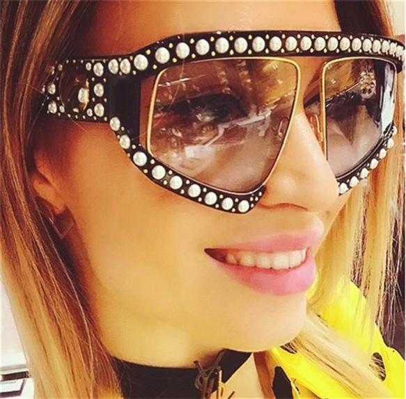 Perla remache gafas de sol de las mujeres de luz polarizada de plástico gafas de sol estilo vanguardista de gran tamaño del marco Gafas de Moda Remaches los vidrios de Sun GGA2828