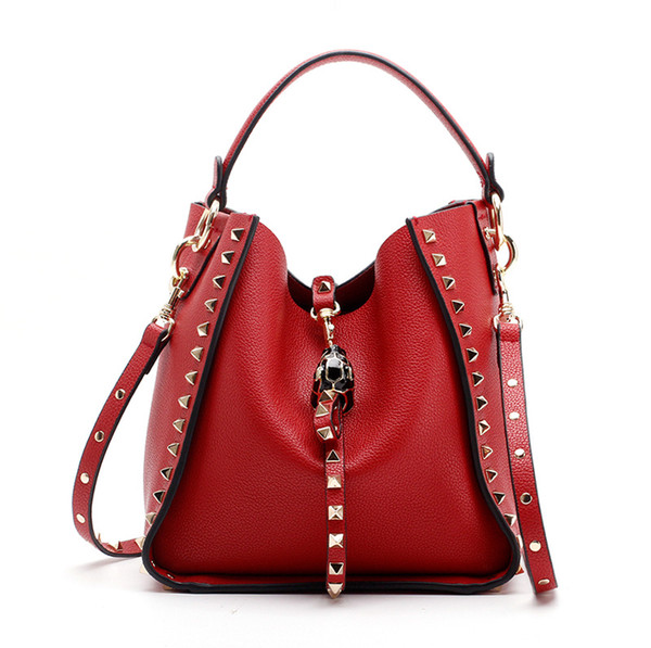 Brillant Rivet femmes en cuir avec cordon de serrage réel Sacs à bandoulière en cuir véritable Totes femmes Messenger Bag Livraison gratuite Chains Pattern Designer