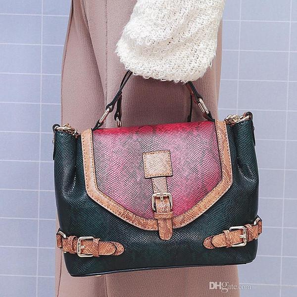 Moda tasarımcısı kadın yüksek kapasiteli Çanta Omuz Çantası lüks Çapraz Vücut Flap çanta Debriyaj çanta tote yüksek kalite Serpantin çanta