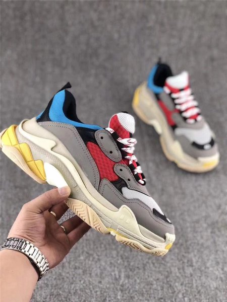 2019 Men Women Casual Shoes Fashion Luxury Designer Sneakers Paris 17FW Triple-S Dad Shoes Embroidered Words Thick Platform 8 Layer Sole