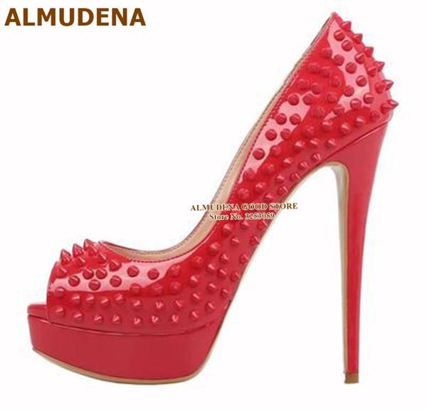 ALMUDENA Topp Marca Plataforma Remaches bombas de tacón alto del dedo del pie abierto tacones de aguja Spikes zapatos de boda vestido púrpura tachonado Red Shoes
