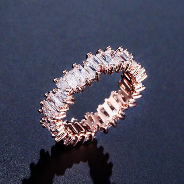 Розовое золото 18 карат белый бриллиант