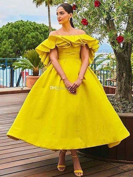 Vestidos de fiesta amarillos A Line Alto y bajo Off The Shoulder Ruffles Sin espalda Fiesta de noche Vestidos Satin Short Reception Vestido de cóctel