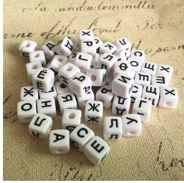Preço de atacado 10 * 10 MM 550 Pçs / lote Branco Preto Cores Letras Acrílicas Russas Contas De Plástico Cubo Quadrado Alfabeto Inicial Contas