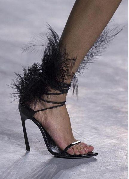 Moda pist kadın Devekuşu saç dekor Ince yüksek topuklu Siyah Tüy Sandalet Açık Toe Sandalet Muhtasar Stil Bayanlar Gladyatör Sandalet