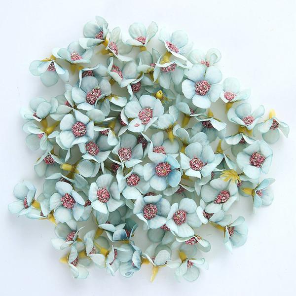 100Pcs Fotoğrafçılık Dikmeler Yapay Çiçek Aksesuarlar DIY Koleksiyon Festivaller Parti Sahte Ev Dekorasyonu İpek Papatya Süsleme Mini