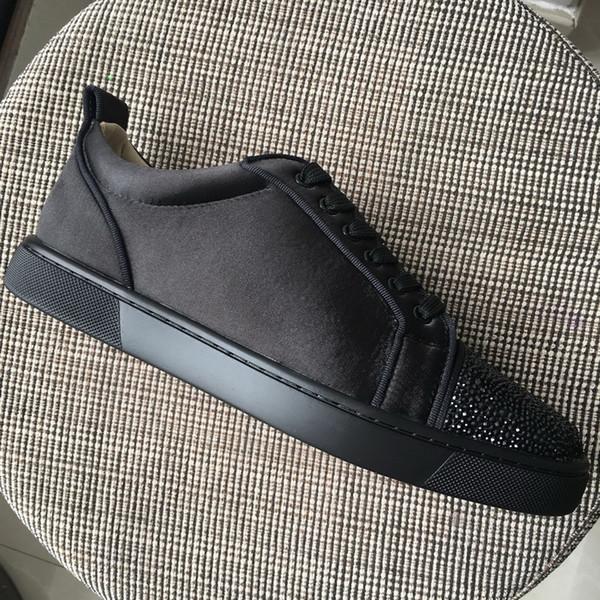 Crystal New Мужчины Женщины Красные днища обувь Черные стразы Toe с черными атласными низкими кедами, дизайнер любителей бренда повседневная обувь 35-47