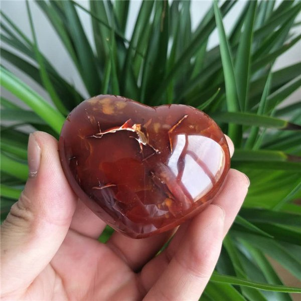 Wholesale Hot Sale Beautiful Natural Red Agate Quartz Crystal Heart Healing Carved Stone Healing For Home Decoration