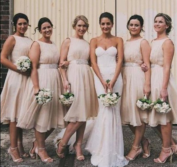 2019 Champagne Chiffon A Line Short Bridesmaid Dresses with Beaded Sash Sleeveless Maid of Honor Dress Zipper Back Party Gowns for Bride