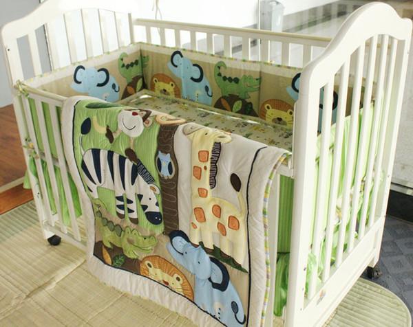 Ropa de cama de bebé de alta calidad 7 Unids juego de cama de cuna Bordado Animal World Juego de cama de bebé Edredón de cuna Parachoques Cubierta de colchón Bedskirt
