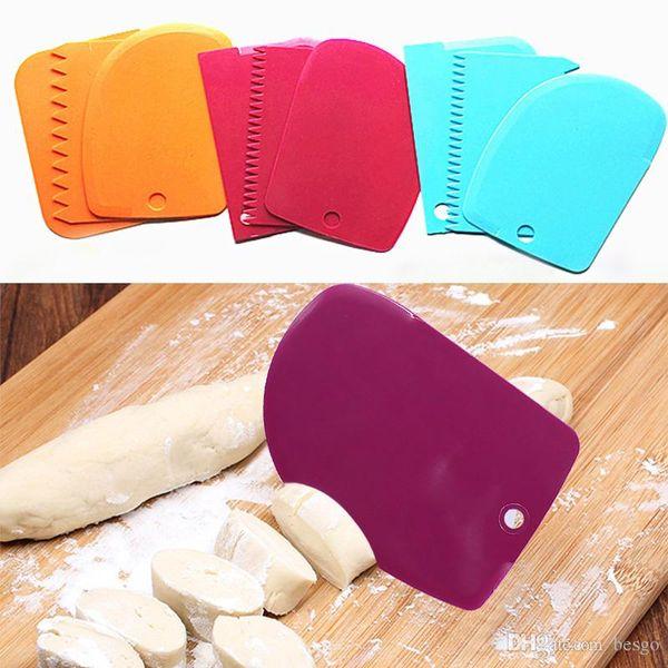 3 pcs/Set Multi-functional Dough Cutter Cake Mold Tools Cream Plastic Scraper Kitchen Irregular Teeth Edge DIY Cream Scraper Set DH0456