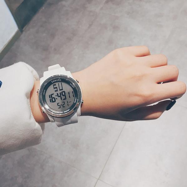 ساعة بيضاء