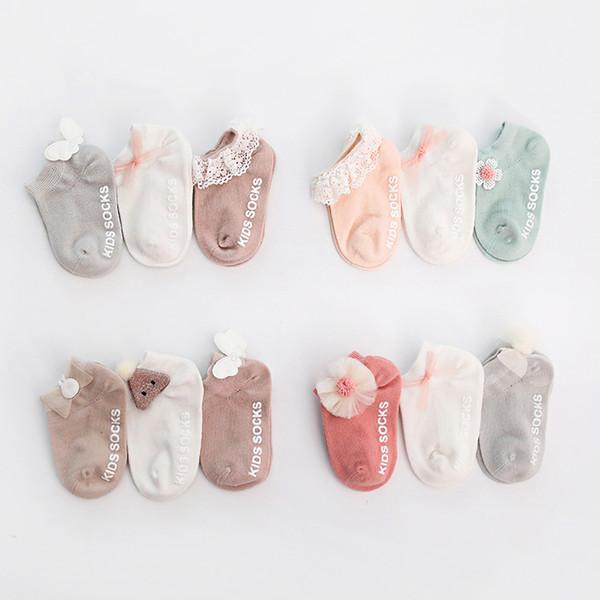 3 pares / Set Recém-nascido meias de algodão Baby Girl Anti-derrapante Piso Sock Com Adorável 3D bowknot flor Crianças Ruffled Ankle Sock