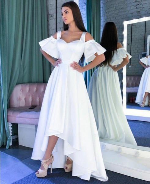 Compre 2019 Satén Blanco Hi Lo Vestidos De Graduación Fuera Del Hombro Vestidos De Fiesta Formales Cremallera Encima De La Espalda Vestido De Cóctel