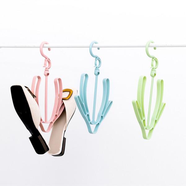 Un étendoir pour sécher les chaussures. Un petit séchoir. Un crochet de chaussure coupe-vent.